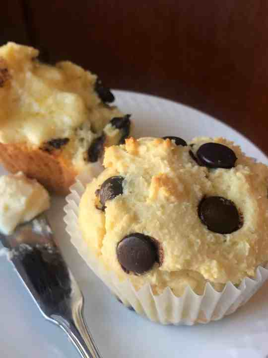 EASY – High Protein, Keto Chocolate-Chip Muffins