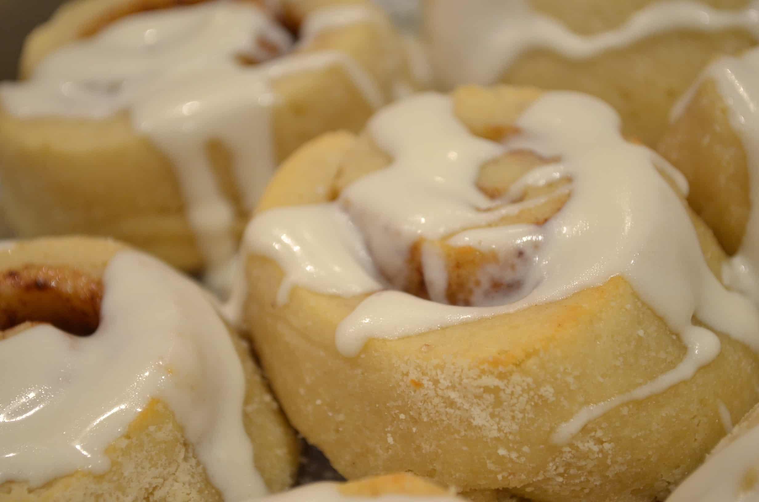 keto cinnamon rolls cream cheese frosting