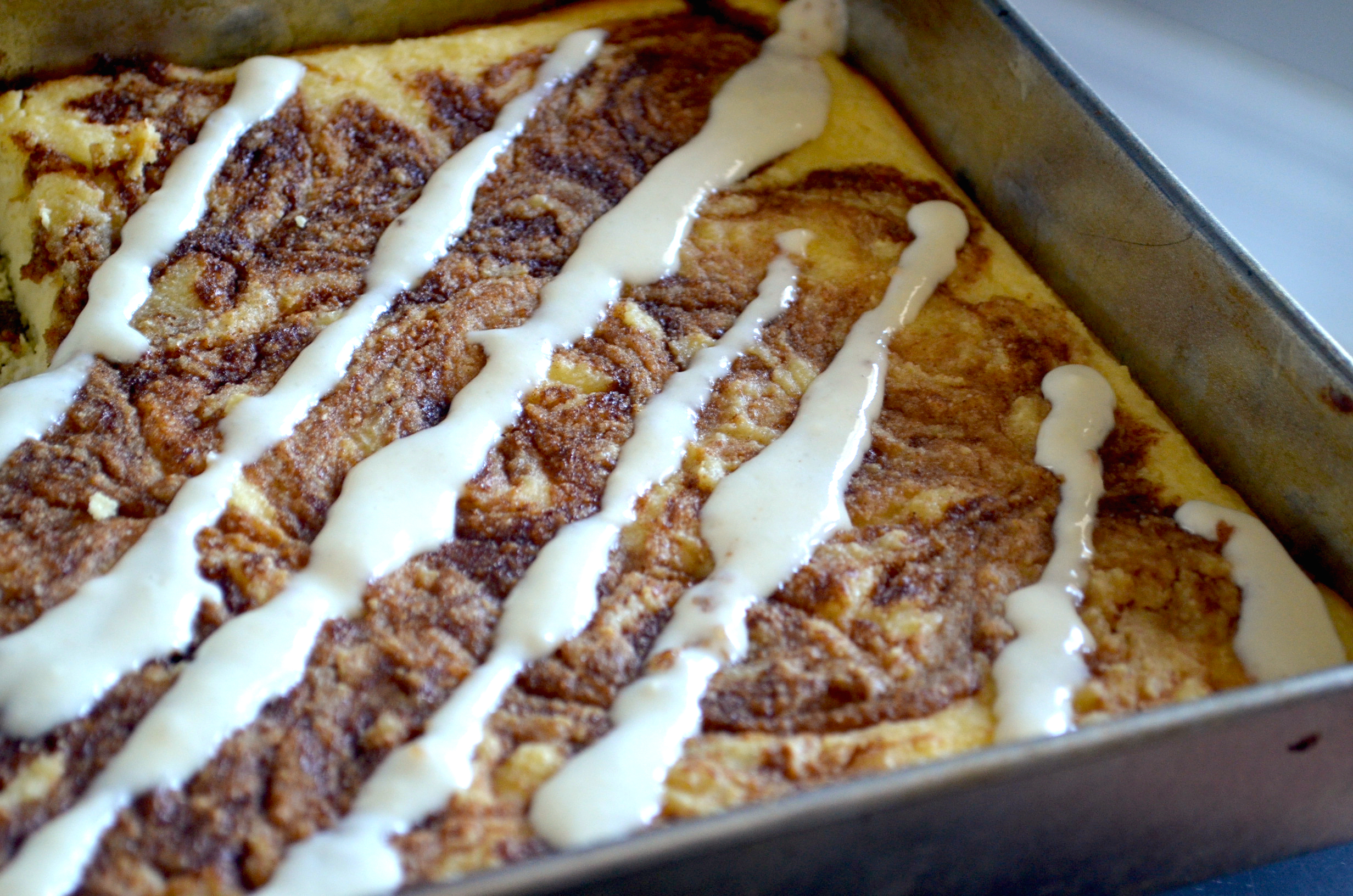 Low-Carb Cinnamon Roll Cake with frosting
