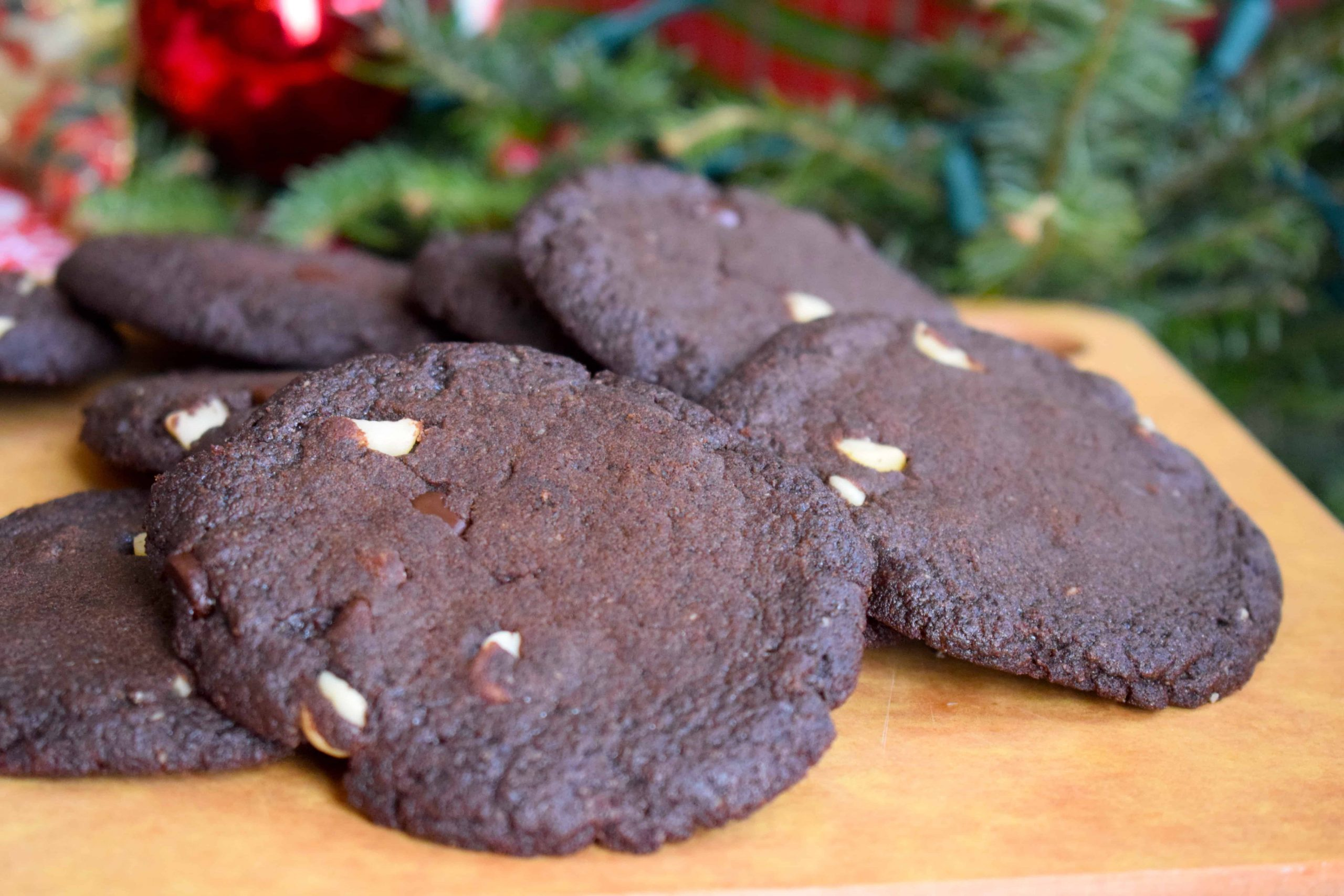 Keto Chocolate Macadamia Nut Cookies