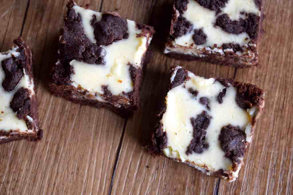 keto brownie cheesecake bars