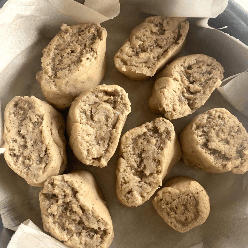 keto cinnamon rolls before rising