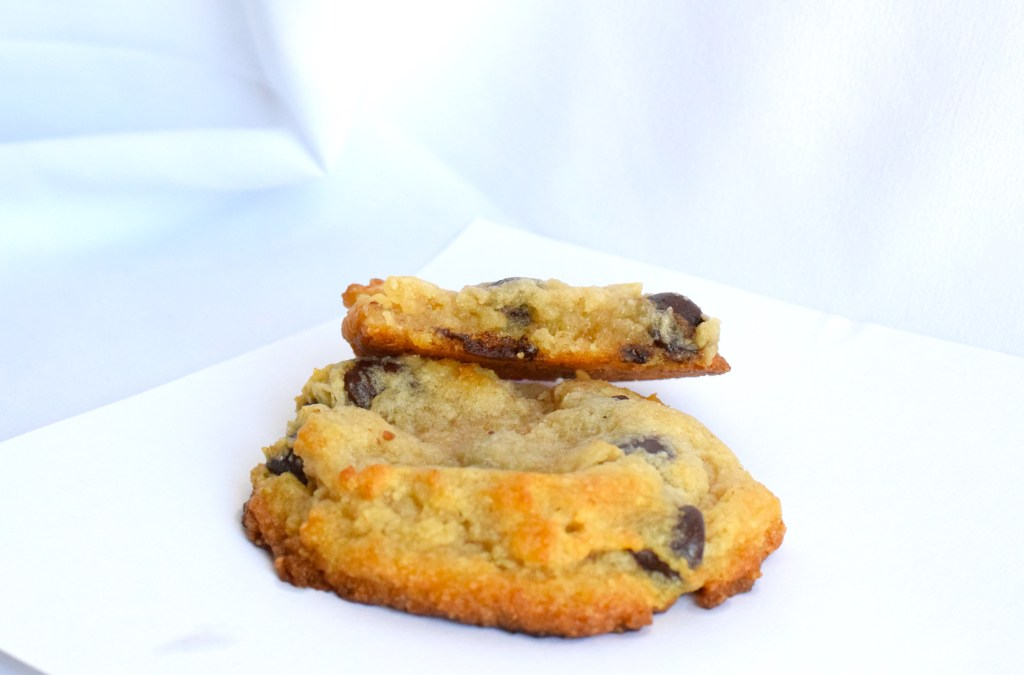 keto chewy egg white chocolate chip cookies
