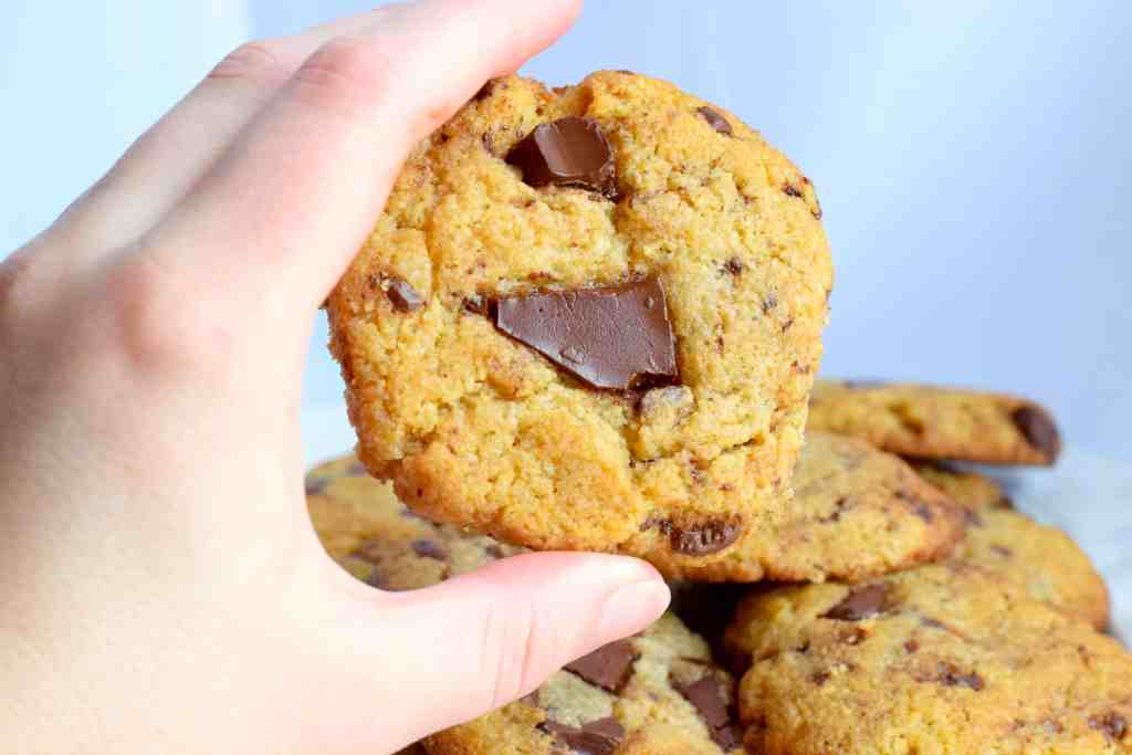 best keto chocolate chunk cookies