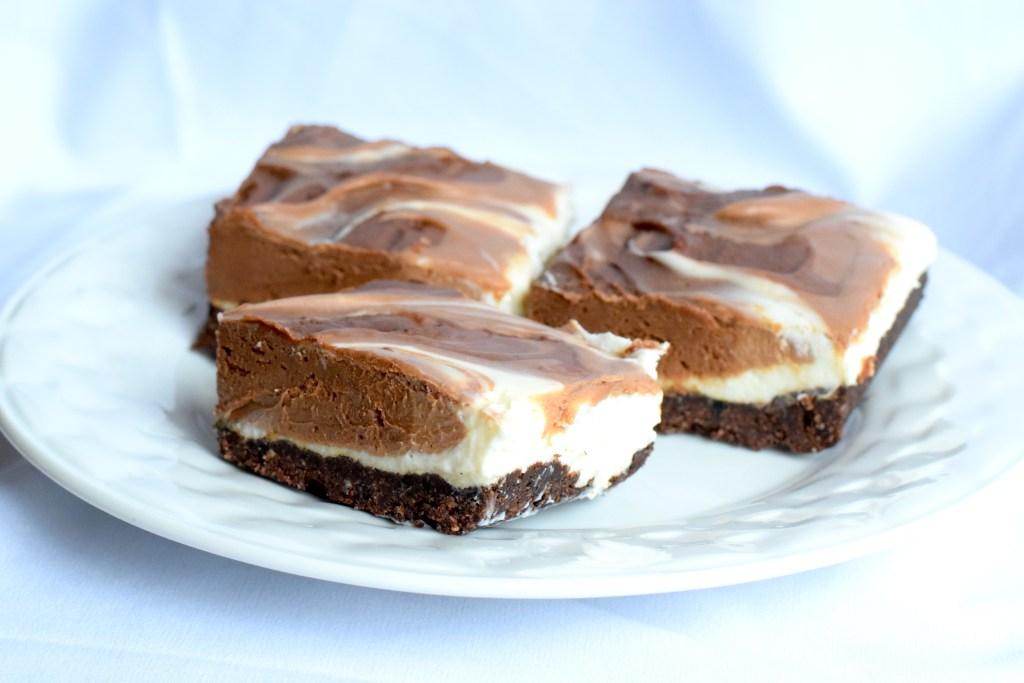 no bake keto chocolate cheesecake bars