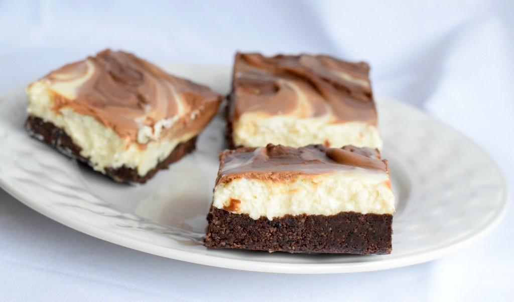 low carb keto chocolate cheesecake bars