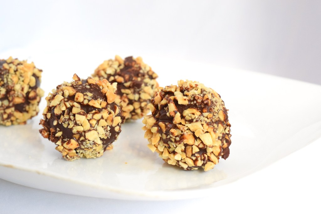 low carb no bake chocolate peanut butter balls