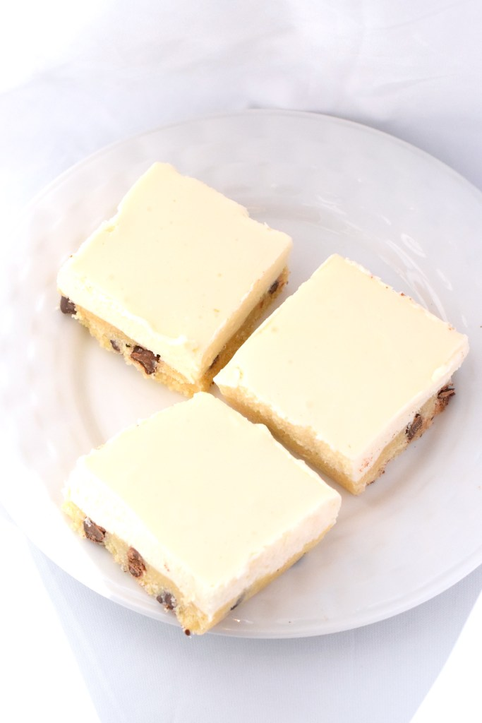 low carb no bake cookie dough cheesecake bars