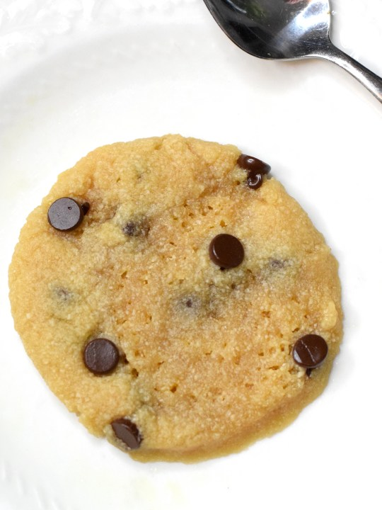 1 Minute Keto Chocolate Chip Cookie