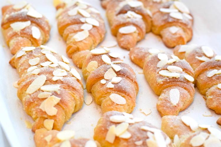 keto almond croissant