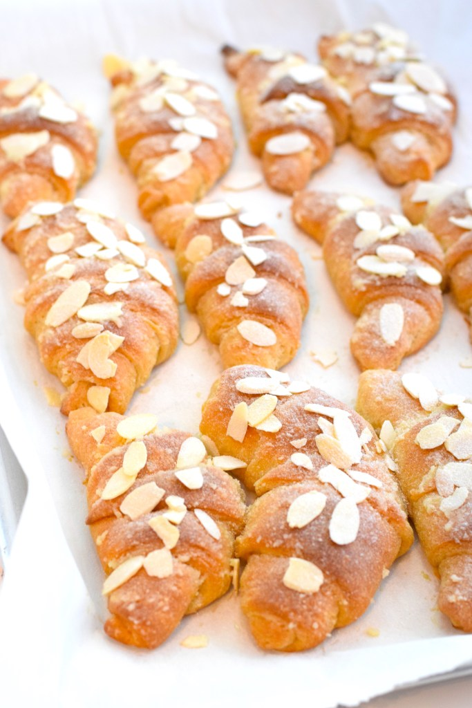 keto almond croissants