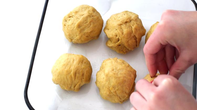 making keto dinner rolls