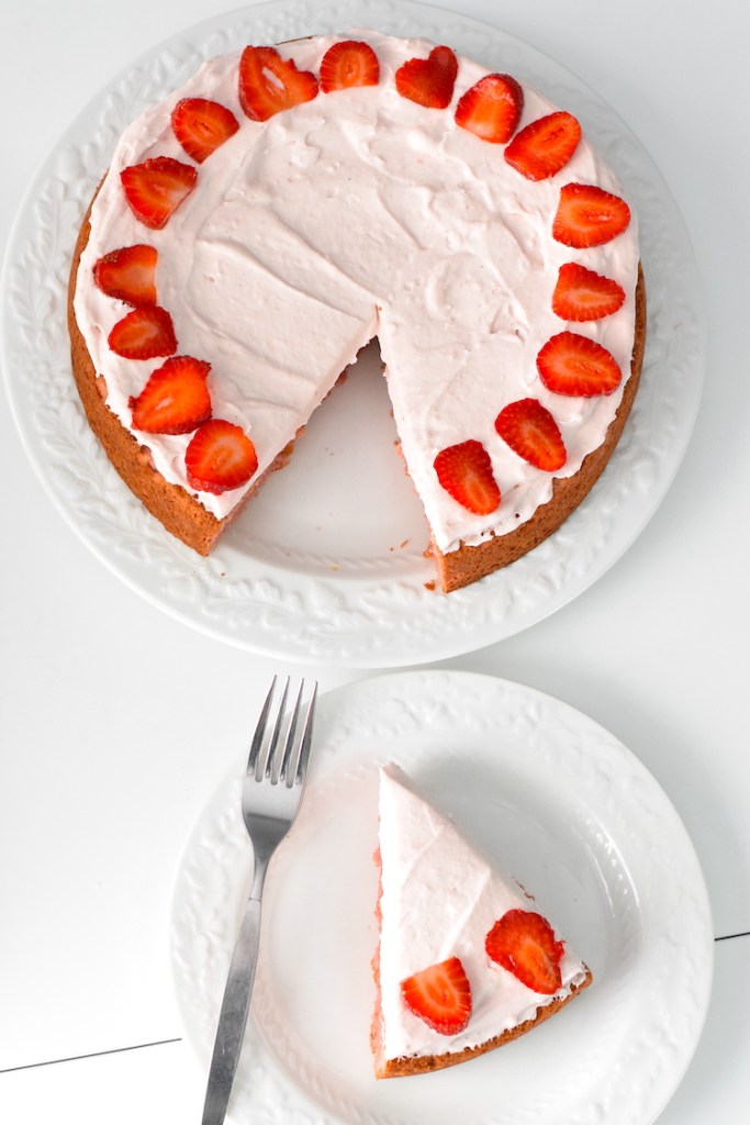 keto almond flour strawberry cake
