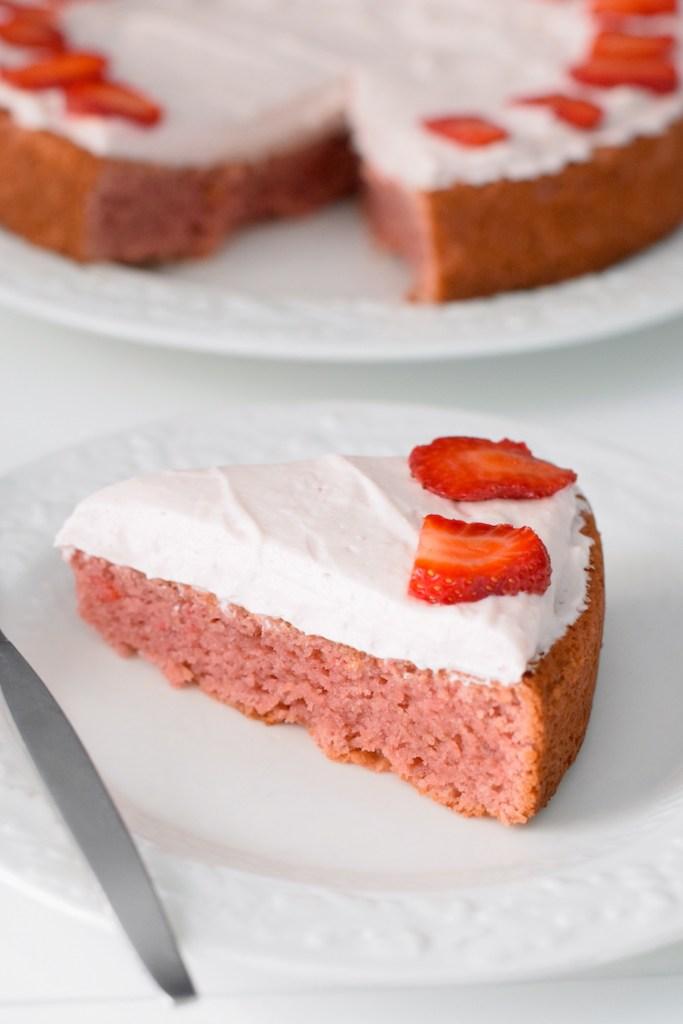 keto coconut flour strawberry cake