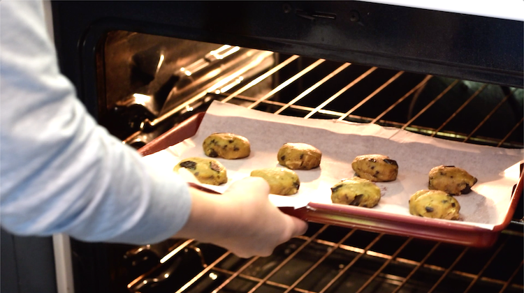 baking keto chocolate chip cookies