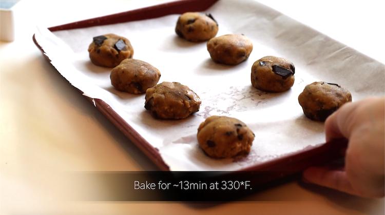 baking keto cookies