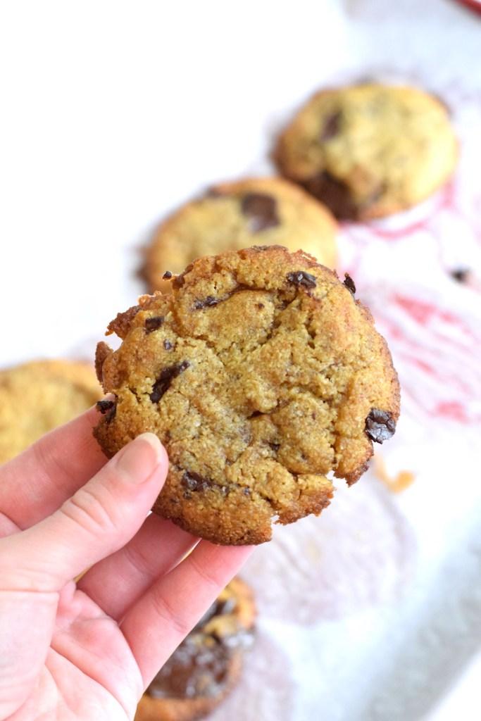 keto chocolate chunk cookies