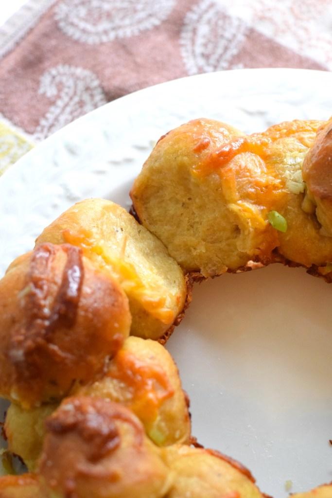 keto garlic and cheese monkey bread