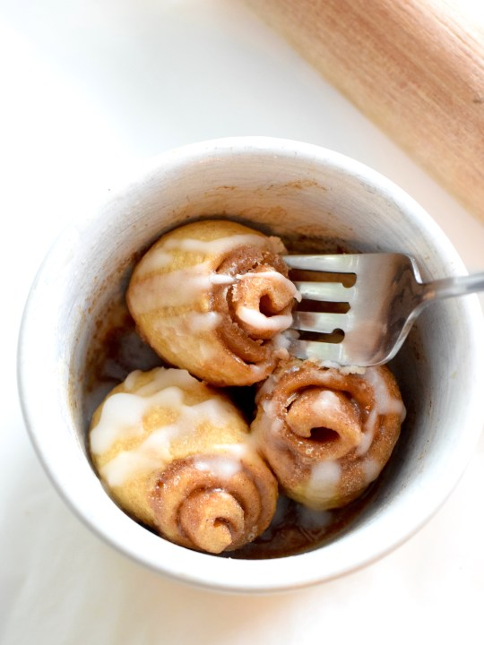 Keto 1 Minute Cinnamon Rolls